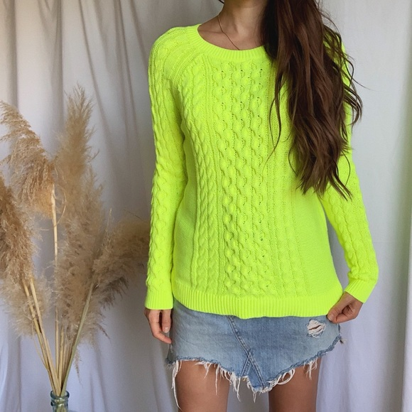 GAP neon green sweater